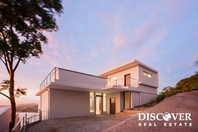 12B Modern Sky House with Spectacular San Juan Bay views