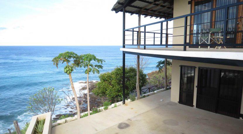lower-patio-&-upper-deck